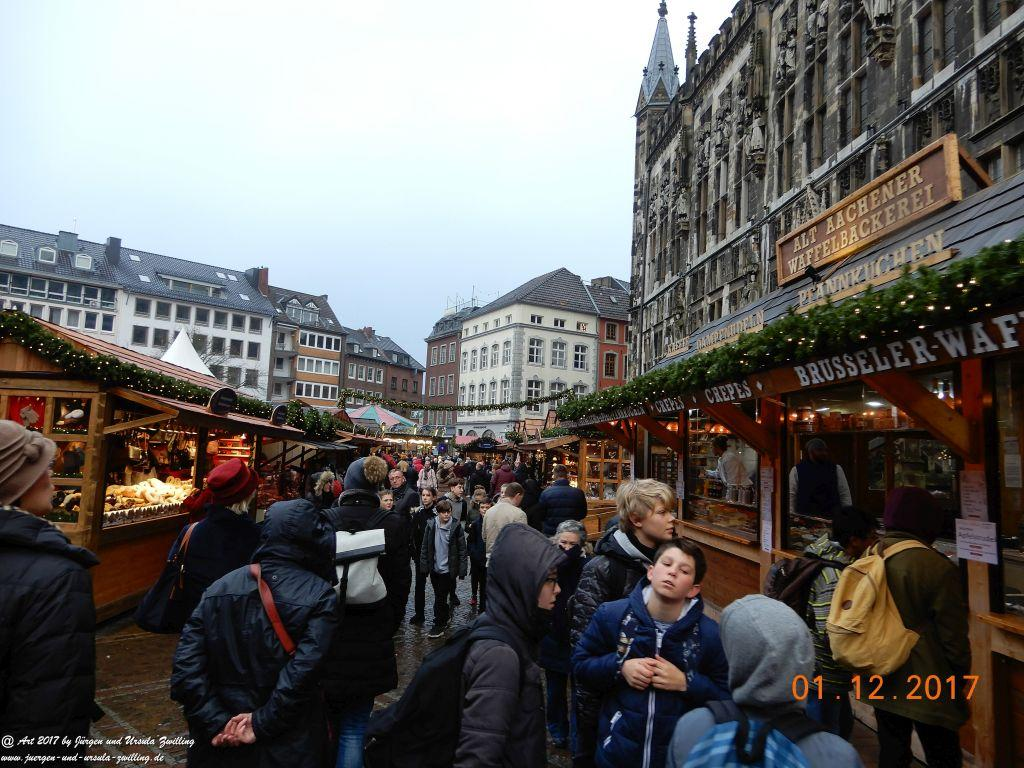 Weihnachtsmarkt in Aachen -Kurstadt im nordrhein-westfälischen Regierungsbezirk Köln