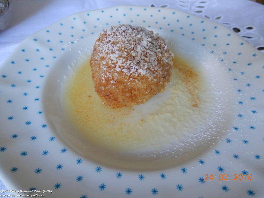 Ursula's Marillenknödel in Butterbröseln
