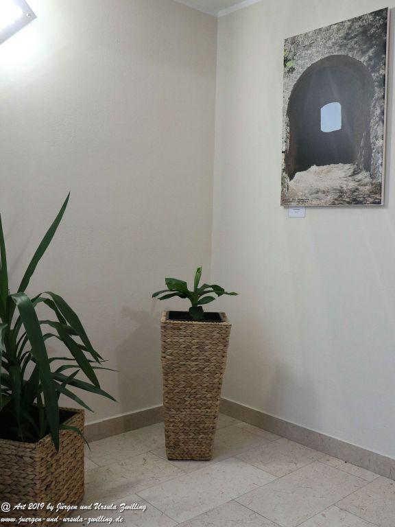 Blick und Einladung in unsere Galerie - Tunnellichtblick - Treppenhaus