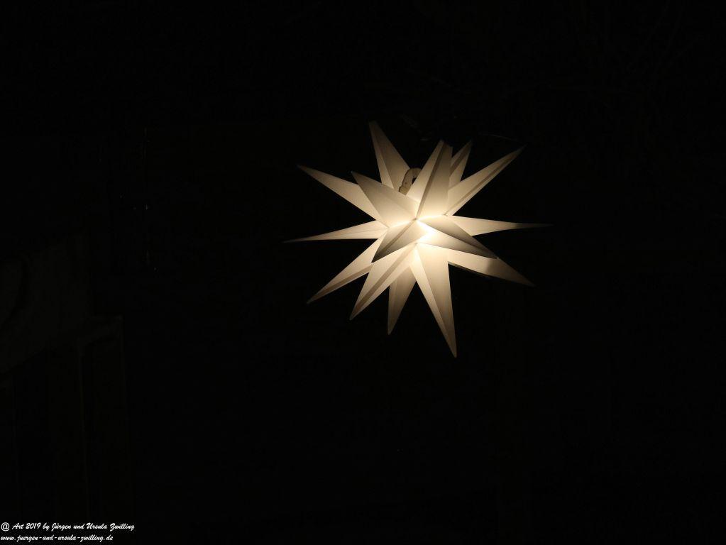 Weihnachtsgarten bei Nacht