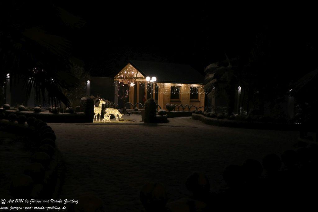 Schneegarten bei Nacht