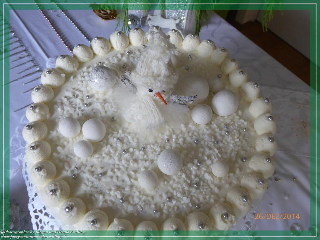 Ursula\'s Weihnachtstorte -Schneetorte - Eigenkreation mit handgefertiger Deko