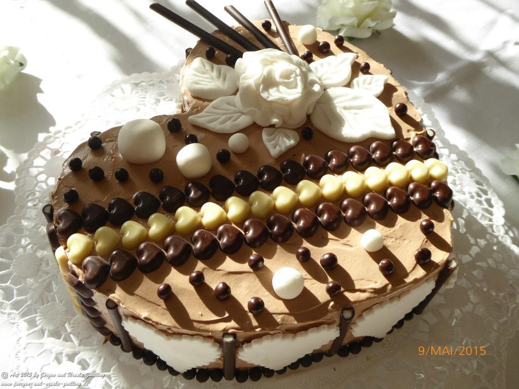 Ursula\'s Muttertagstorte - Schoko Buttercreme Torte mit handgefertiger Dekoration