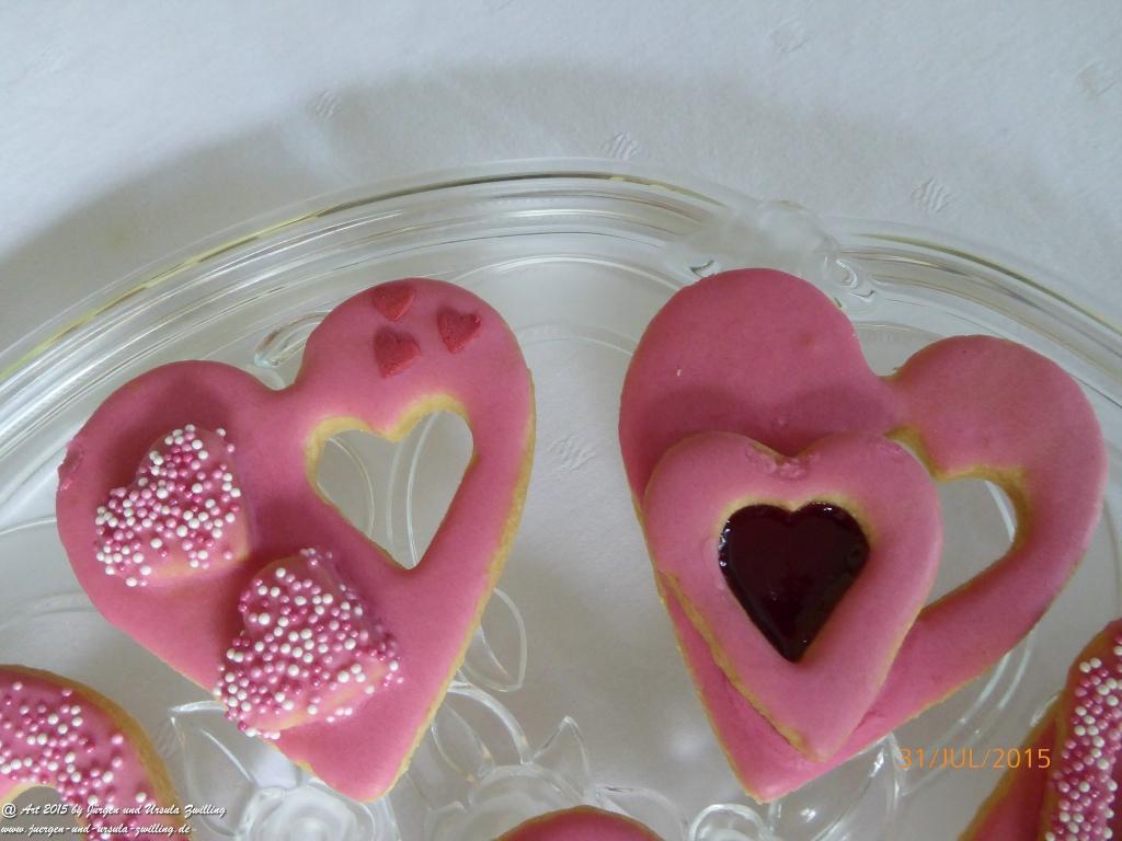 31.07.2015 Ursula's  süße kleine Kunstwerke zum Hochzeitsempfang (Plätzchen – Butterplätzchen – Rezept unter http://juergen-und-ursula-zwilling.de/article.php?action=show&nid=248&category=6 )