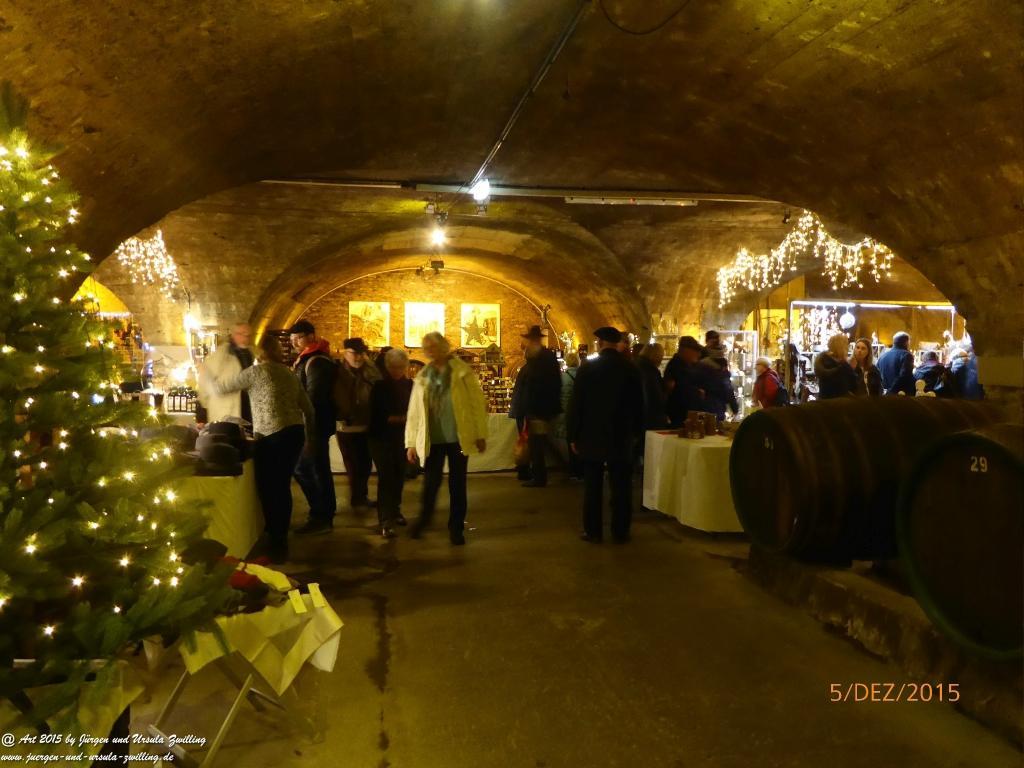 Mosel-Weihnachts-Markt in Traben-Trarbach  in den Katakomben mit Schlittschuhbahn