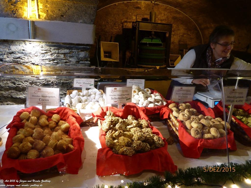 Mosel-Wein-Nachts-Markt in Traben-Trarbach  in den Katakomben mit Schlittschuhbahn