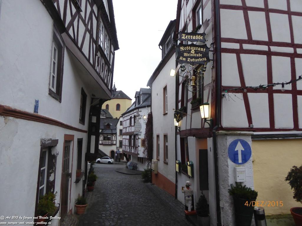 Philosophische Bildwanderung  Wanderweg-Bernkasteler-Bärensteig - Seitensprung mit Weihnachtsmarkt im mittelalterlichen Bernkastel-Kues