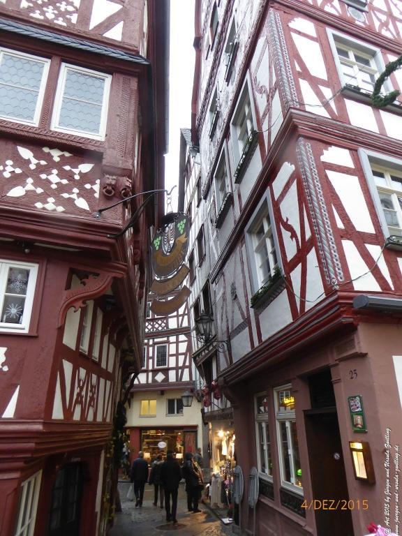 Mittelalterliches Bernkastel-Kues mit Weihnachtsmarkt