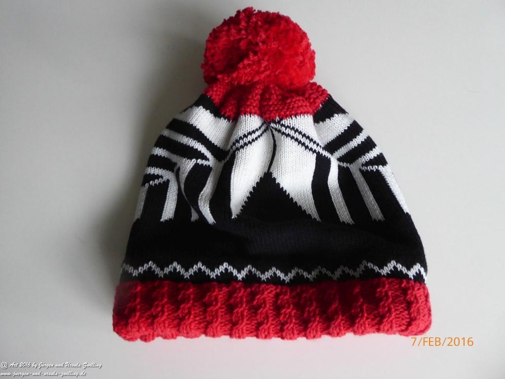 Schwarz weis rote Strickmütze Kufstein