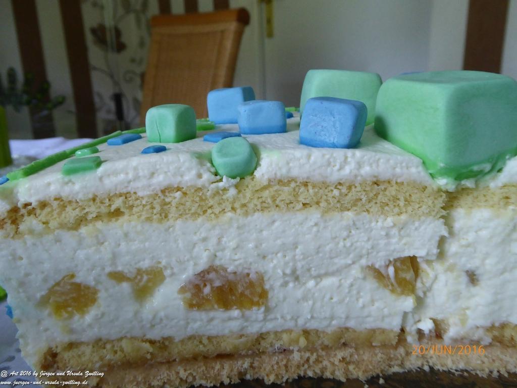 Ursula\'s Piña Colada Käsesahne Geburtstags - Torte mit handgefertigter Deko