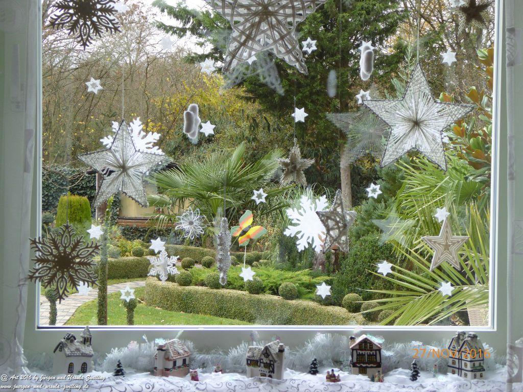 Weihnachtlicher Gartenblick