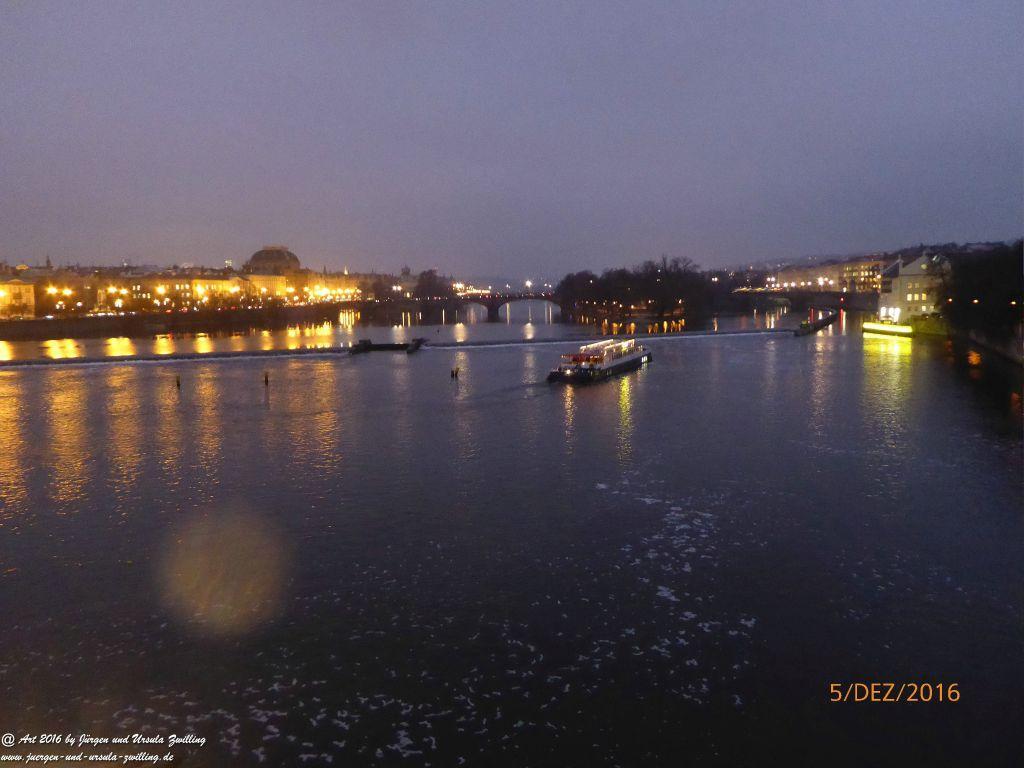 Prag in der  Nacht  - Tschechien