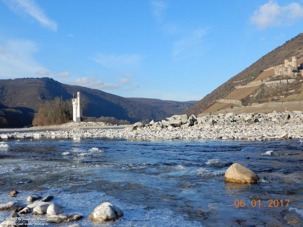 Niedrigwasser am  Rhein bei Bingen - Mäuseturm